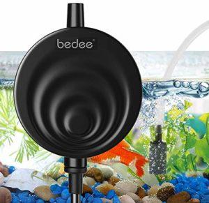 Pompe d'aquarium Bedee – Super silencieuse – < 35 dB - Accessoire de pompe à air avec clapet anti-retour - Pompe à oxygène pour aquarium - Économie d'énergie - Pour poissons et nanoaquariums - Noir